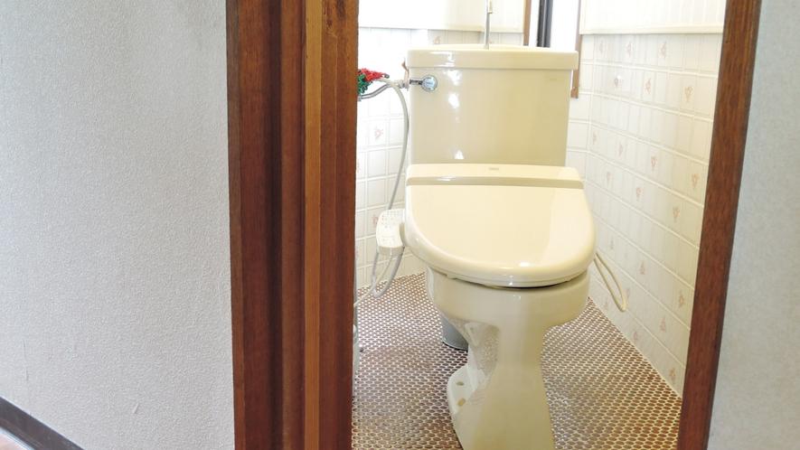 *共同お手洗い/1階と2階に1つずつございます。