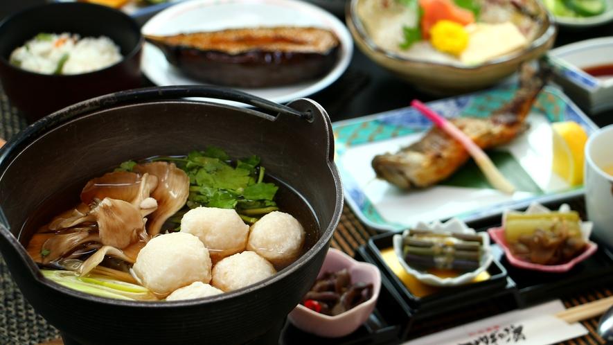 【だまこ鍋】モチッと旨い!きりたんぽとはまた違った魅力の郷土料理です。