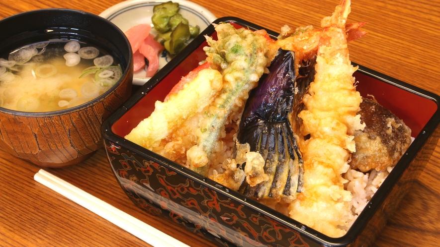 【昼食】人気のボリューム満点天重!お腹いっぱい食べたあとはひとっ風呂♪
