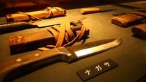 【マタギ資料館】マタギの装束や狩猟道具が多数展示されています。