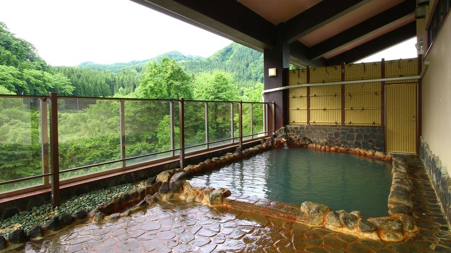 【温泉・露天風呂】マタギの里に湧く天然温泉「打当温泉」源泉かけ流しの湯をお楽しみください。