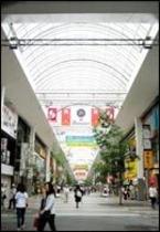 九州最大のアーケード「下通りアーケード」、ホテルから徒歩約30秒。