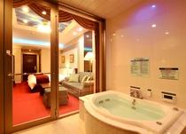 【レジデンス新館】全室にゴルフコースを眺められる温泉ジャグジー付き
