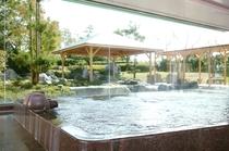 ホテル自慢の自家源泉♪開放的な温泉大浴場でリフレッシュ