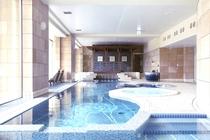 【レジデンス新館】天然温泉を贅沢に使用した屋内プール(アクアゾーン)