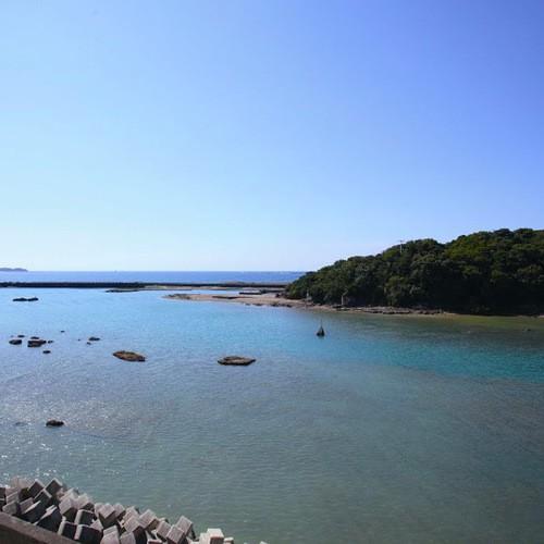 宿から望む太平洋と元島