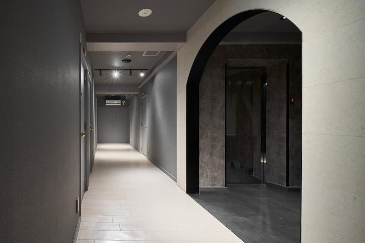 施設内廊下4F