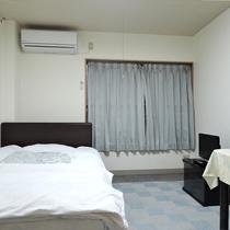 【部屋】シングル/セミダブルベッドでゆっくりお寛ぎ下さい