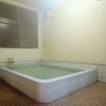 【温泉】掛け流しの天然温泉大浴場、ゆっくりと浸かってリラックス♪
