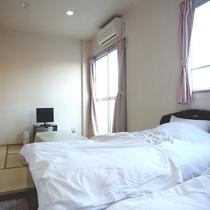 【部屋】和洋室/畳+ベッドのお部屋。和or洋の楽な空間でお寛ぎ下さい