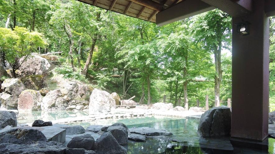 *露天風呂/魚沼随一の露天風呂!川沿いに位置する野趣たっぷりの露天風呂。格別の解放感をお楽しい下さい