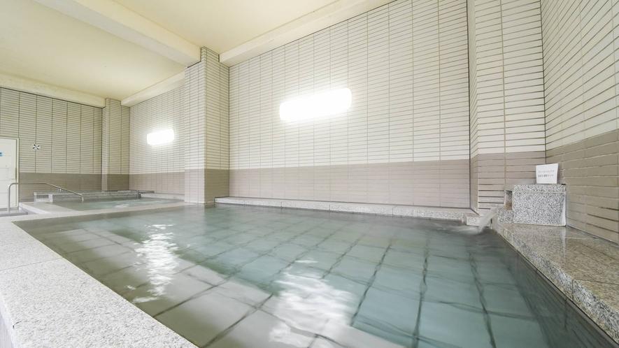 *大浴場/やわらかでぬるめの温泉は体に負担が少なく安心。じっくり浸かって疲労をリフレッシュ♪