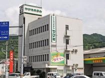 【ビジネスホテルヤマキ】 長期滞在でも安心♪近隣にはコンビニ・スーパー・薬局などお買い物に便利な立地