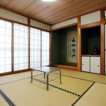 【和室】落ち着いた和室です。ゆったりとおくつろぎください。