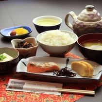 【朝食】朝・夕食は食事処でご用意いたします。ごはんお代わり自由☆