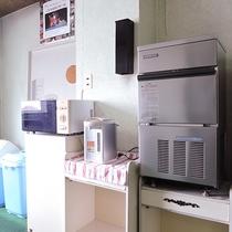 *【館内一例】共同の製氷機、ポット、電子レンジ