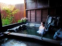 山小屋風露天風呂