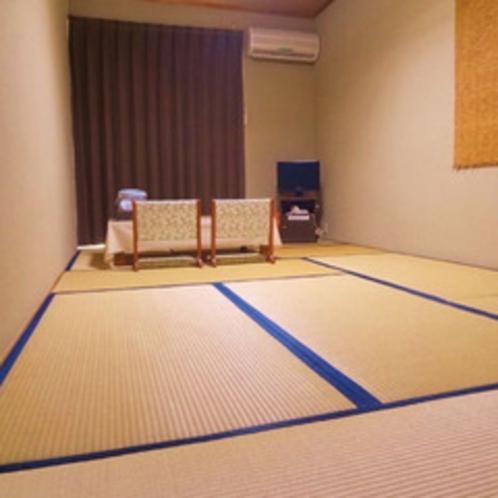 <和室9畳一例>4名様まで利用OK。お部屋からは四万十川が見渡せます♪