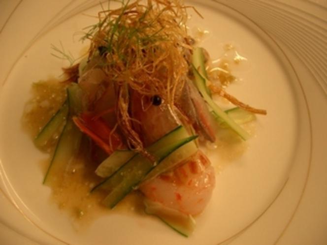 真鯛とボタンエビのサラダ仕立て