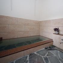 ■女性用浴場■塩分を含みさらりとしたお湯で入浴後は全身ポカポカ