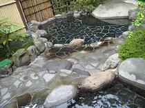 露天風呂:天城の森林に包まれた露天風呂。清流の音を聞きながらの心の洗濯はいかがですか?.jpg