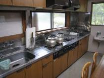 炊事場(持ち込み自由です。ご利用料金はお一人さま200円です).jpg