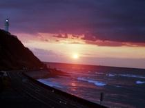 灯台と日の出