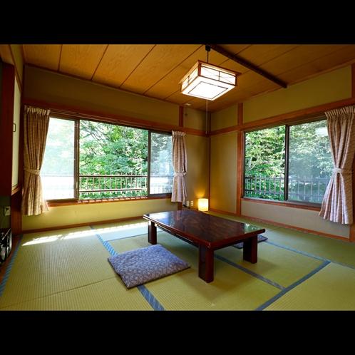 ≪トイレ付和室≫四季の景色を楽しめるシンプルな和室となっております。(1)