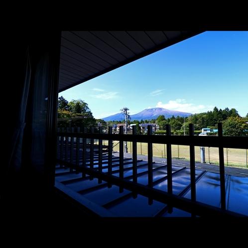 浅間山を望む北側のお部屋