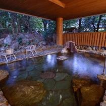 露天風呂(男性)露天風呂からは庭園を望めます。