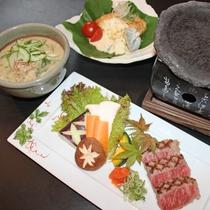 <みやざき郷土料理>宮崎牛にチキン南蛮、冷汁など、宮崎自慢の料理が並びます。