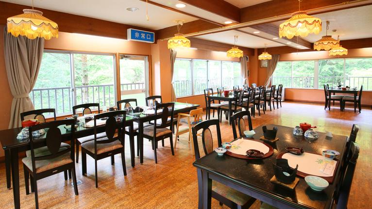 *【食堂】<夕食>18:00〜18:30開始/<朝食>7:30〜8:00開始