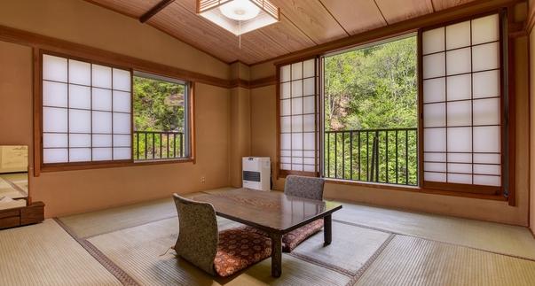【禁煙】滝と渓流を眺める 和室8畳・角部屋(洗面トイレ共用)