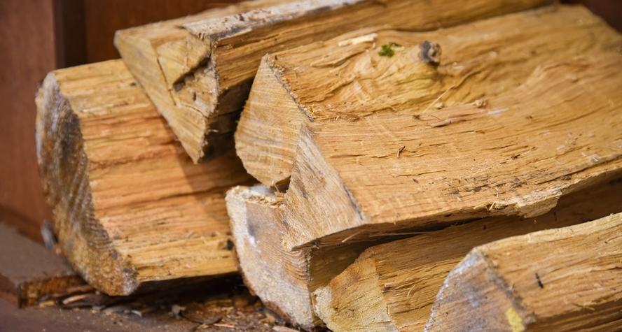 *【ロビー】冬季は薪ストーブの燃える懐かしい香りの中、ゆったりとお寛ぎ頂けます。