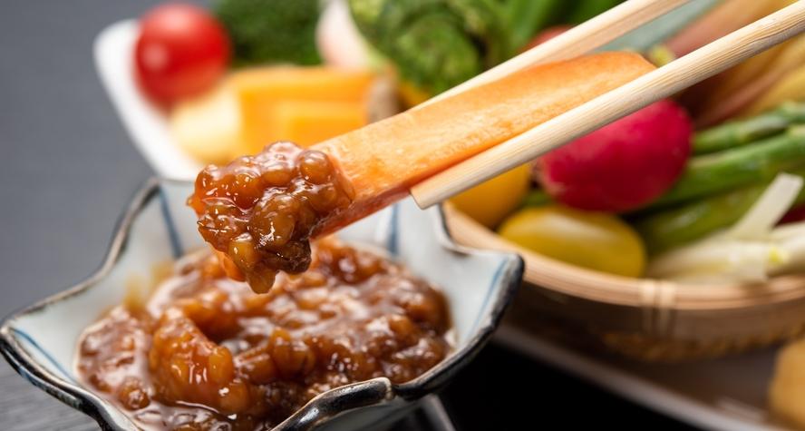 *野菜たちはそのままでも甘味を感じますが「もろみ味噌」を付けても美味です。