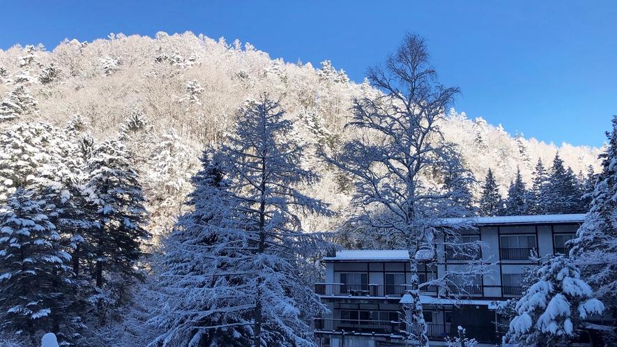 *【外観】近景(冬)
