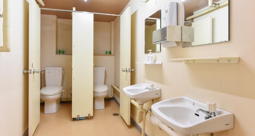 *【共同トイレ】近代的な設備はございません。昔の湯治場の名残として、お手洗いと洗面台は共用です。