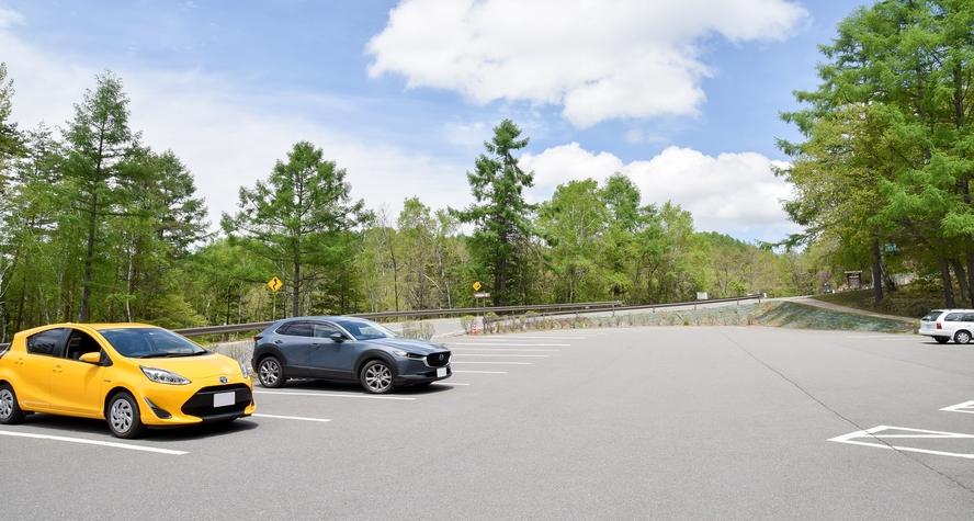 *【冬季駐車場】宿前は傾斜があるため、冬場は御射鹿池(みしゃかいけ)駐車場から宿まで送迎します。