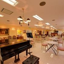 *市庁舎内 三國ピアノサロン