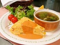 スパニッシュオムレツときのこスープ