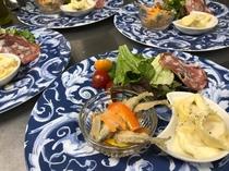 4種チーズのラビオリ・野尻湖産ワカサギのエスカベッシュ・ソフトサラミのサラダ