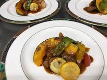 ローストスペアリブと彩り野菜のグリル