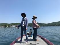 バスボートに乗ってバス釣り初体験してきました。