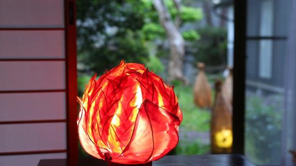 【千日紅】和室8畳+踏込 ■ 中庭を臨む、標準的な部屋