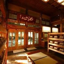 【湯めぐり①】欅の寄木細工の床が素足に心地よい
