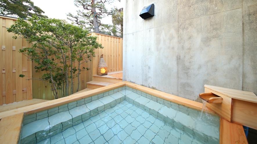 【月の湯】新設の檜の露天風呂