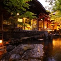 【湯めぐり①】よろづや旅館「庭園露天風呂」桃山風呂併設
