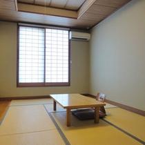 *山側に面した、和室8畳(トイレ付、バスなし)のお部屋です