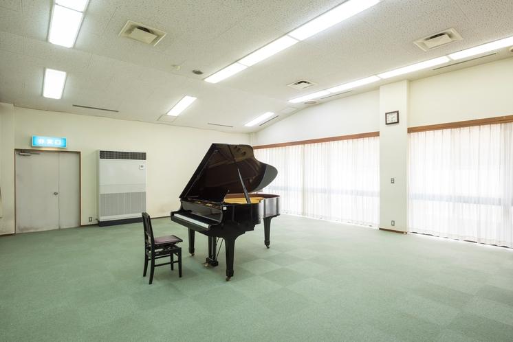 研修室 グランドピアノのある研修室