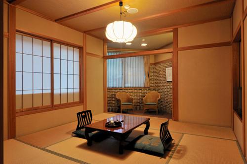 本館デラックス客室2〜3人部屋